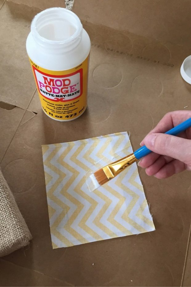 How to Make Burlap Wall Art with Your Kids (8)