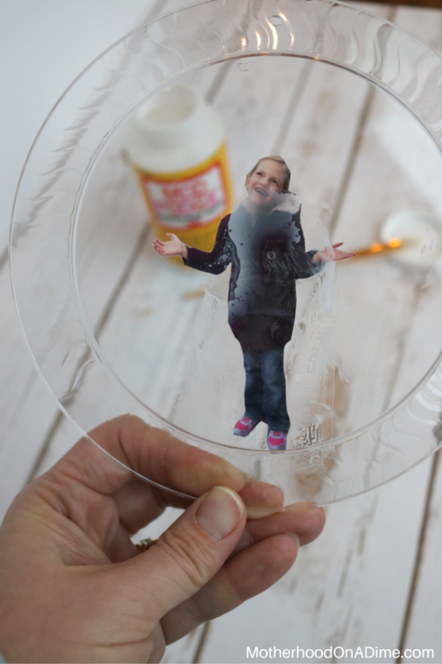 how-to-make-a-crafty-photo-snow-globe-6a