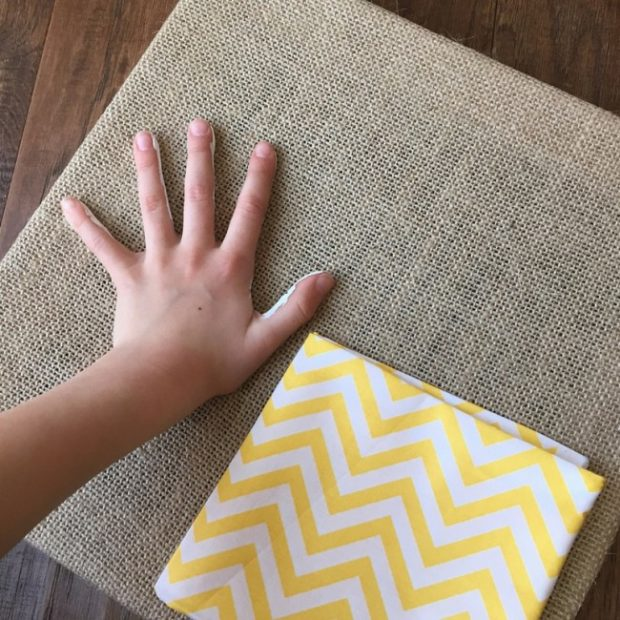 How to Make Burlap Wall Art with Your Kids (4)