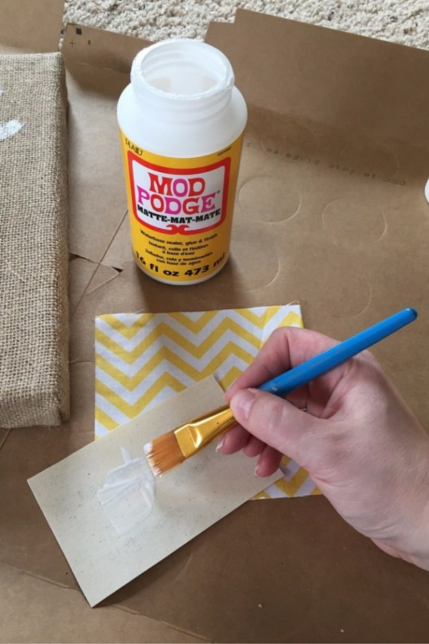 How to Make Burlap Wall Art with Your Kids (7)